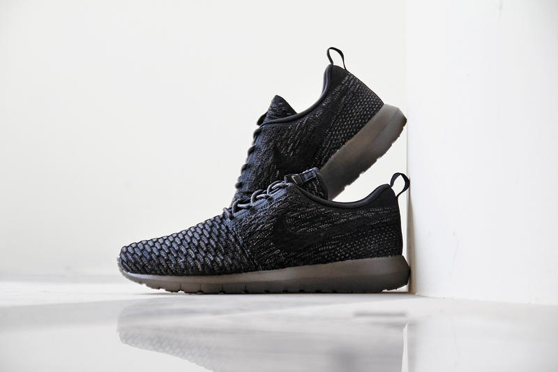 "reputable site 92c56 22d24 A Closer Look at the Nike Flyknit Roshe Run ""Midnight Fog"""