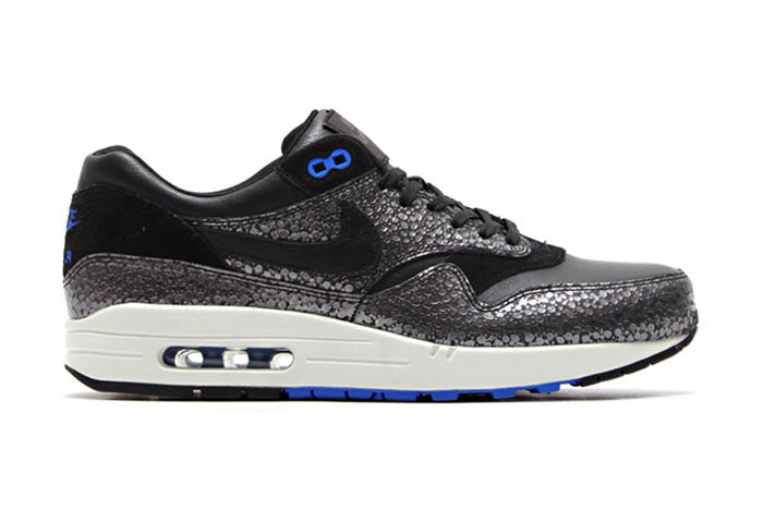 check out e8b6f 787ec Nike Air Max 1 Deluxe