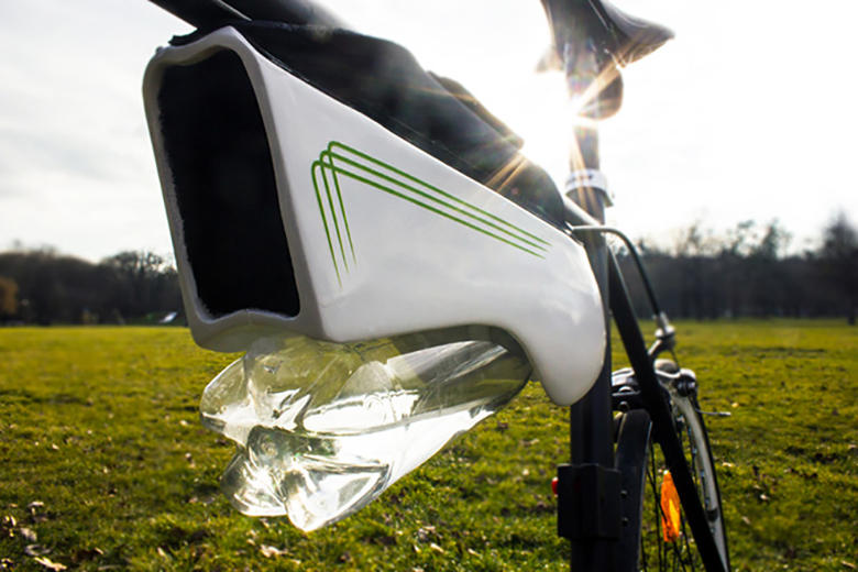 The Fontus Water Bottle Re-Fills Itself by Collecting Moisture in the Air