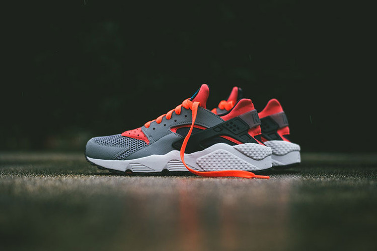 new product 3f970 a7c9a Nike Air Huarache Cool GreyBright Crimson