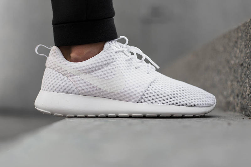a5c53d542cbd ... White Wolf Grey. After unveiling the new Roshe Run NM Woven SD  silhouette