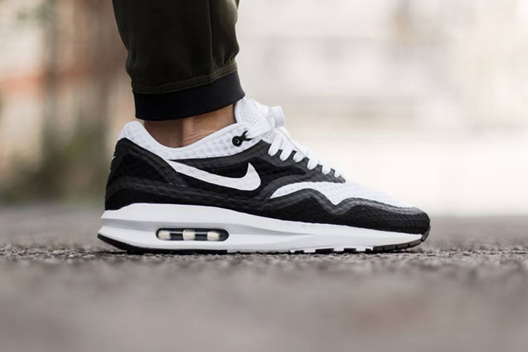 pretty nice b11d1 5e032 Nike Air Max Lunar1 Breeze White Black