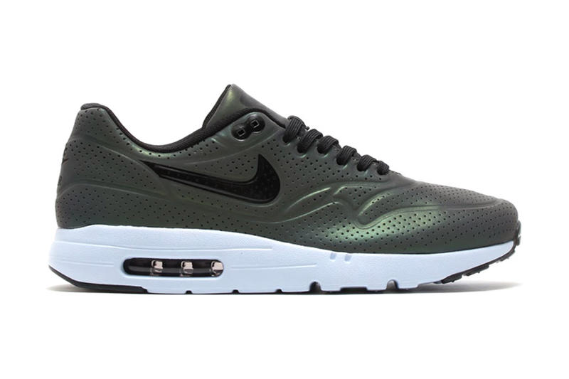 "buy online 1d6d6 24157 Nike s Air Max Ultra Moire series continues on with the ""Iridescent"" pack  for Spring 2015. The"