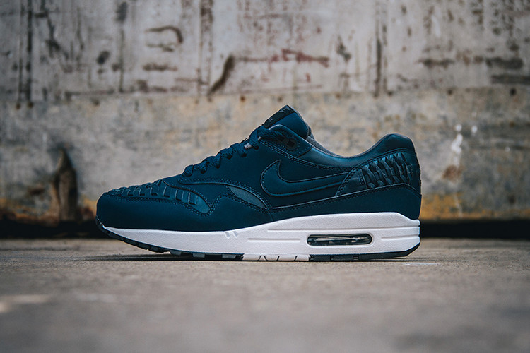 b5998a56ad0 Nike Air Max 1 Woven