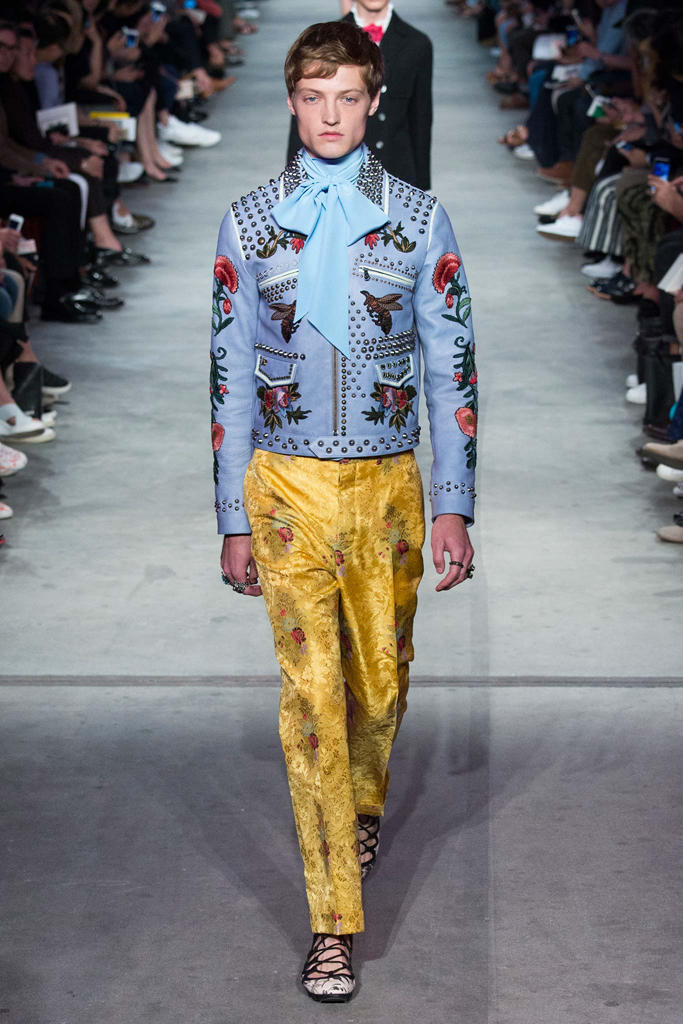 0202cdef39b7ff Gucci unveils its Spring 2016 collection at Milan Fashion Week.