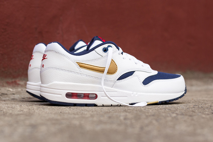 998ba76099f21 A Closer Look at the Nike Air Max 1 Essential