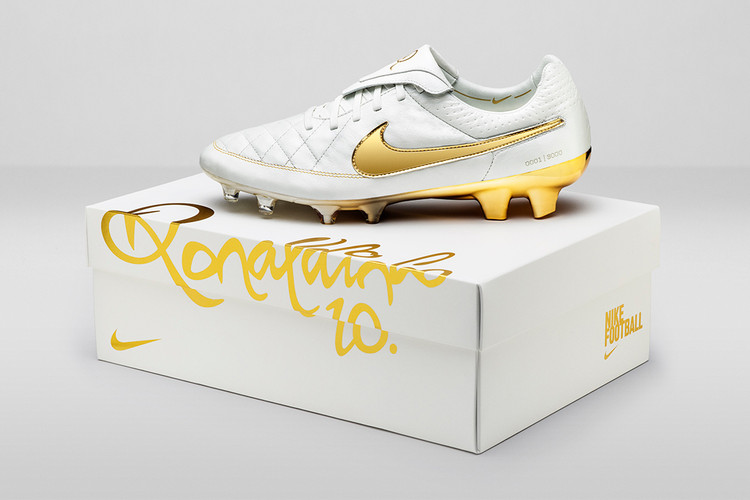 reputable site 9ebf1 3d4ae Nike Pays Homage to Ronaldinho With the Tiempo Legend