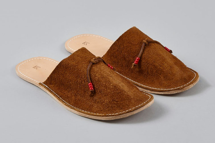 5c6436cd4 Maple Home Slippers Are This Holiday s Must-Have Room Shoes