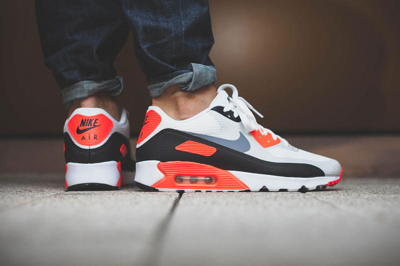 https://image-cdn.hypb.st/https%3A%2F%2Fhypebeast.com%2Fimage%2F2015%2F12%2Fnike-air-max-90-infrared-ultra-essential-1.jpg?q=75&w=800&cbr=1&fit=max