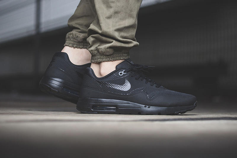 finest selection 07f1e b081c Nike Air Max 1 Ultra Essential