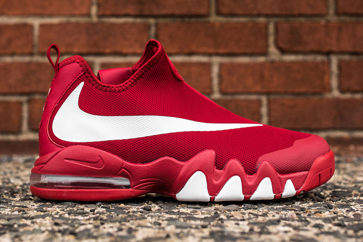 online retailer 717a9 ec43b The Nike Big Swoosh Finally Launches in Gym Red