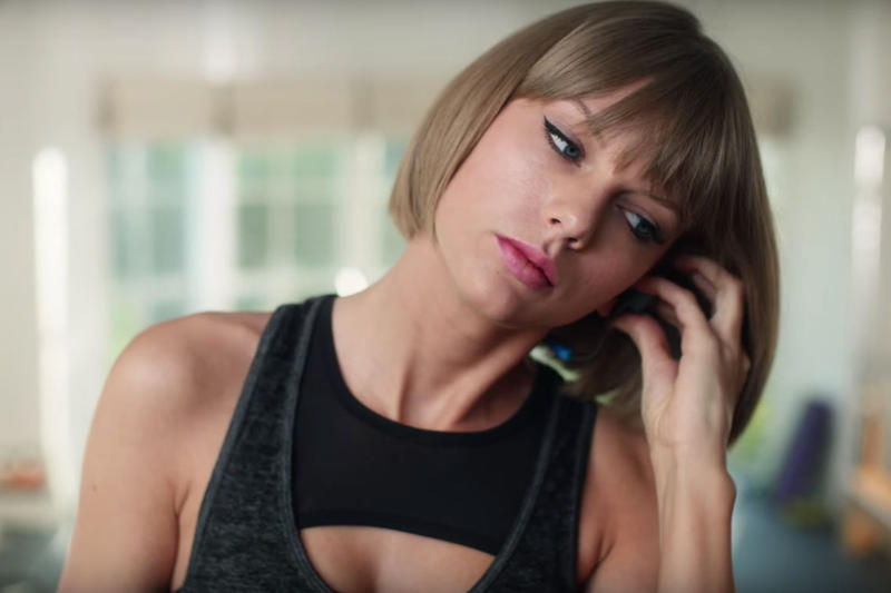 "Taylor Swift Raps Drake & Future's ""Jumpman"" in Hilarious New Apple Music Commercial"