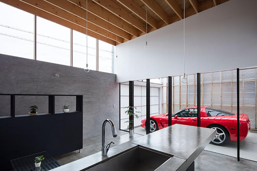 This Transparent Garage Makes Your Car the Centerpiece