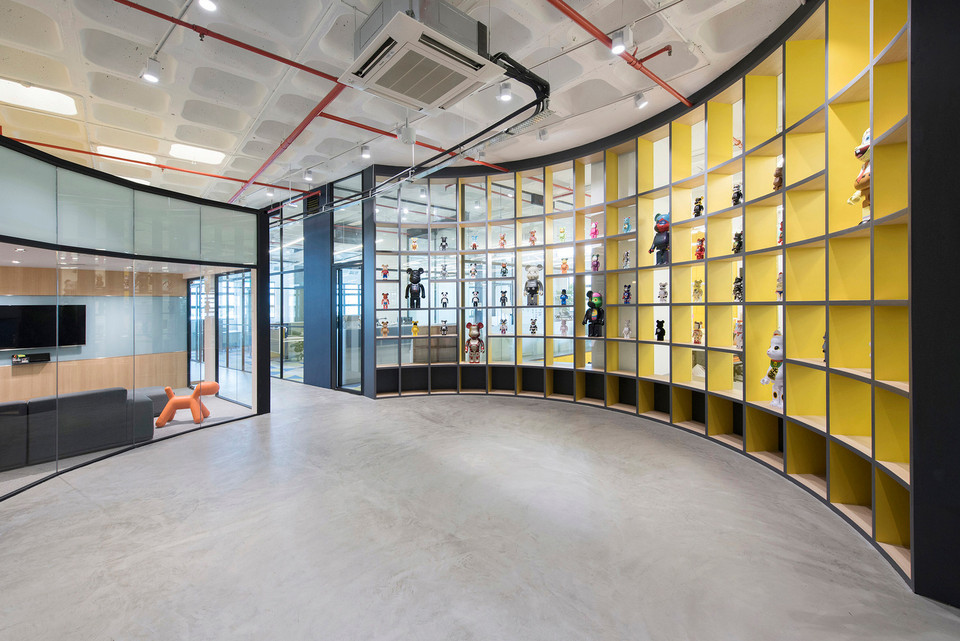 72508abab233 honestbee s Singapore Headquarters Is a Stunning Converted Warehouse Space