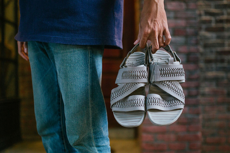 42943a5c03d1 Nike Debuts a Range of Woven Air Solarsoft Zigzag Sandals