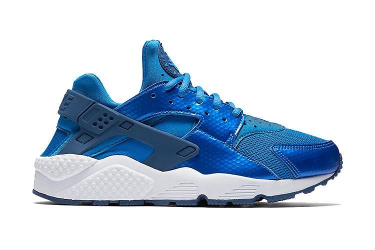 4c0a73000d072 Nike Covers This Upcoming Air Huarache in Metallic Blue