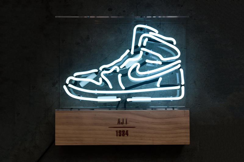 Air Jordan 1 Neon Light