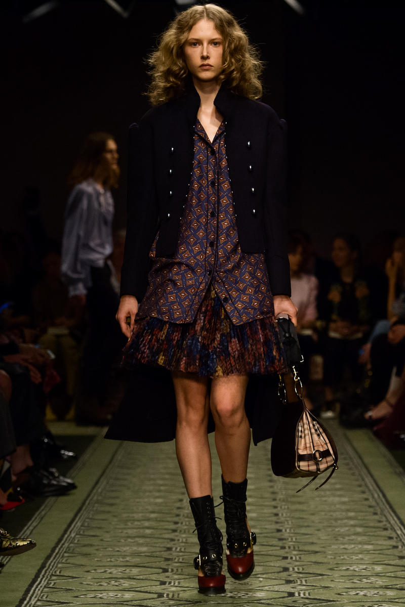Burberry 2016 september collection runway show