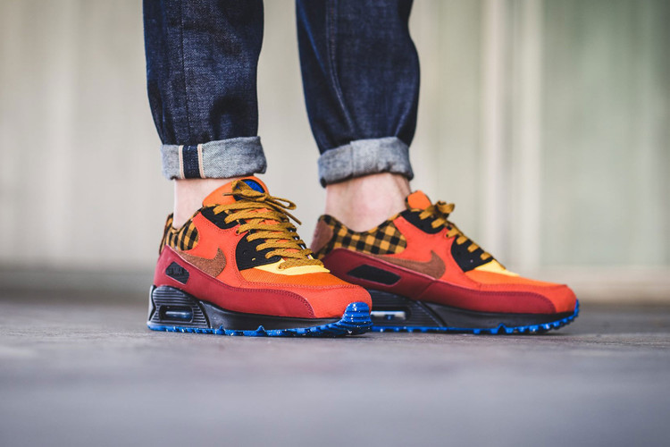 sports shoes 8d686 a4af7 The Nike Air Max 90 PRM Gets Fall-Ready With a