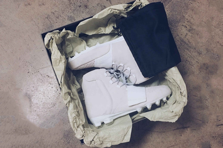 623559a4ec2b3e Von Miller Wears Custom adidas Yeezy Boost 750 Cleats for NFL Kickoff Game