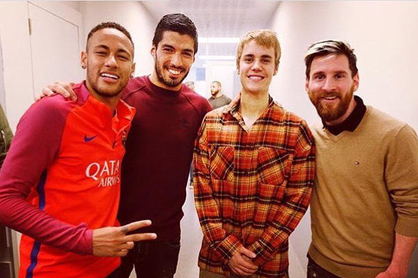 Justin Bieber Plays Ball with Leo Messi, Neymar Jr. And Luis Suarez Barcelona Football Soccer Videos MSN Mesut Özil