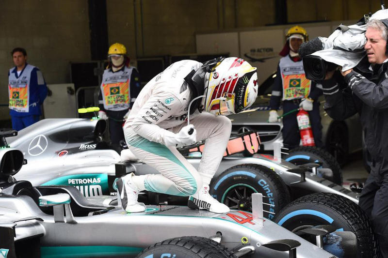 Lewis Hamilton Wins 2016 Brazilian Grand Prix Keeping F1 Title Race Alive Formula One Racing Abu Dhabi Mercedes