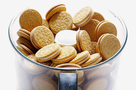 Apple-Pie Oreos Could Be Making Its Way to Shelves Soon Nabisco Labor Day Vanilla Cookie Apple Pie Creme Chocolate Bar