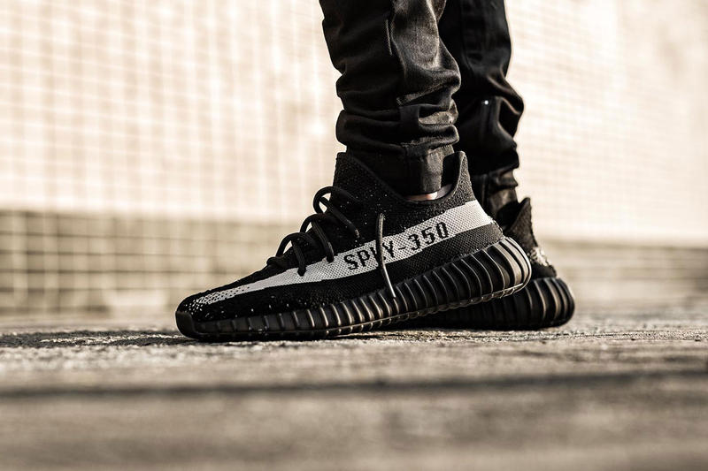 yeezy oreo on feet adidas Originals YEEZY BOOST 350 V2 CORE BLACK/CORE WHITE