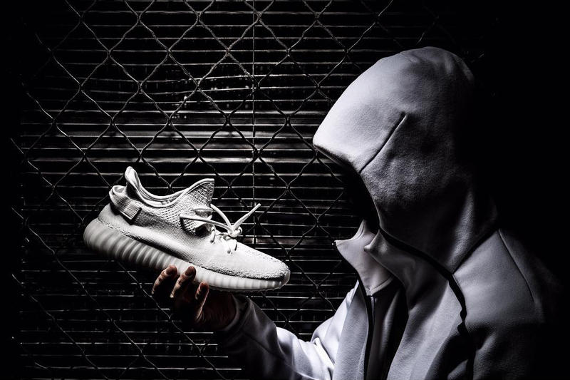 finest selection 1df68 b58fb adidas Originals YEEZY BOOST 350 V2 Triple White Pics Emerge ...