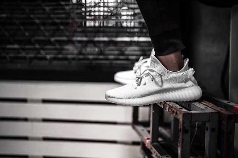 adidas Originals YEEZY BOOST 350 V2 Triple White