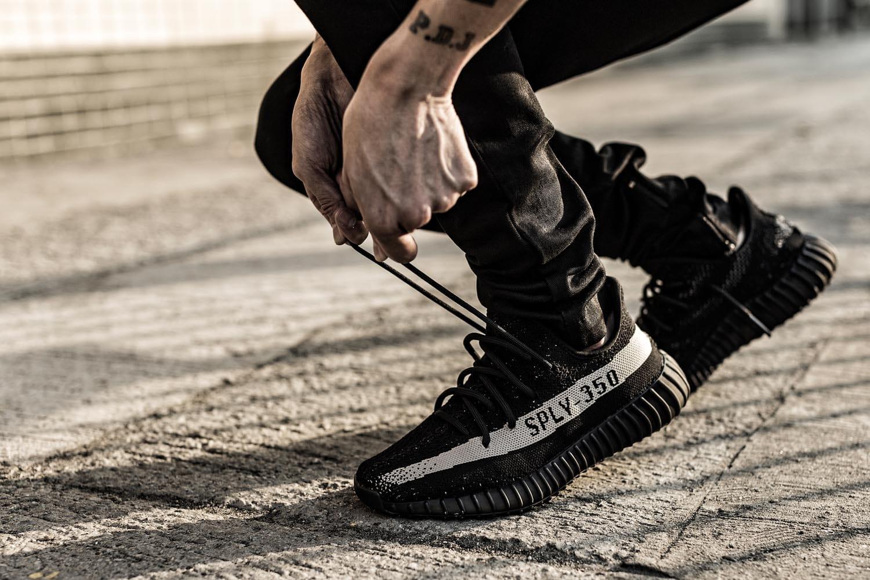 yeezy boost 350 v2 black white