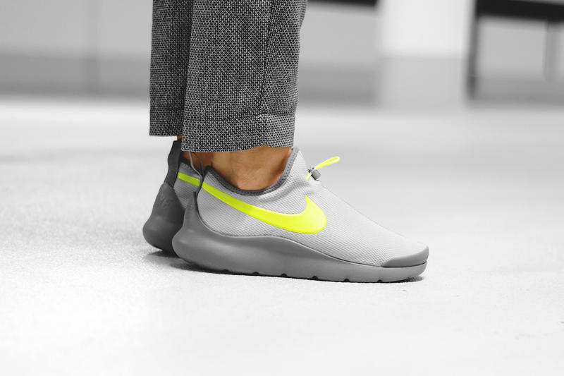 Nike Aptare Sneaker Wolf Gray and Volt