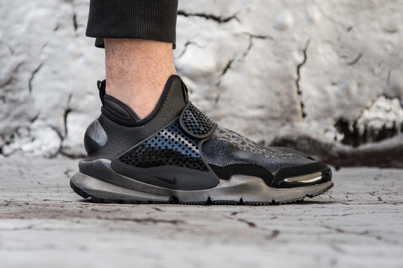new product 8db50 eebbe An #OnFeet Look at the Stone Island x NikeLab Sock Dart Mid ...