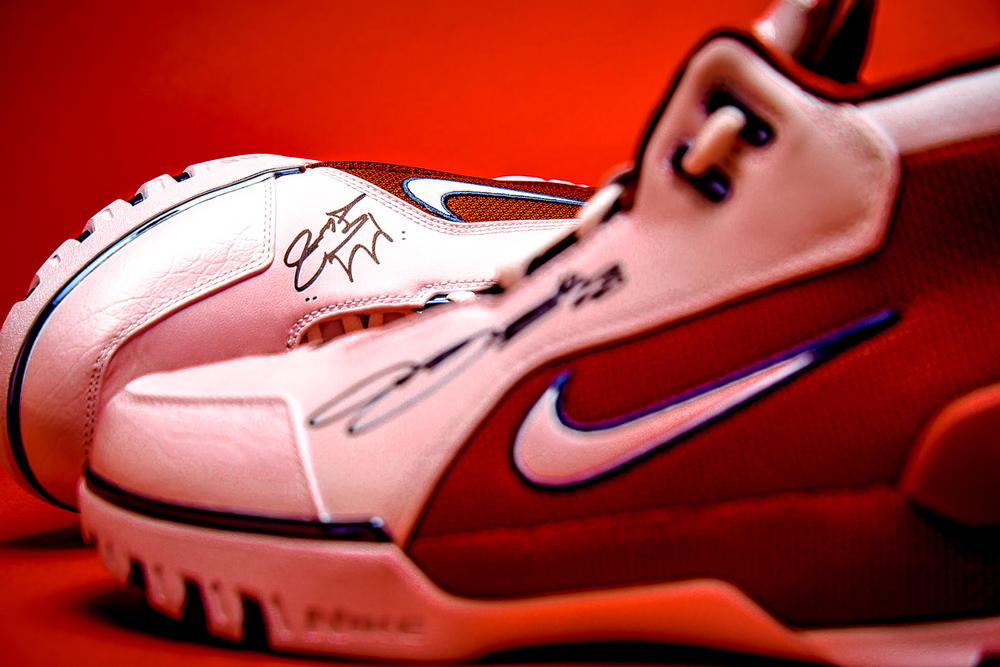 nike lebron james air zoom generation 1 sneaker basketball cavaliers cleveland signed autograph kicks shoes