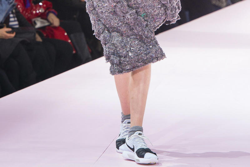 The COMME Des GARÇONS x Nike Lunar Epic Flyknit Makes its Debut 2017 Fall Winter Paris Fashion Week Runway Show Swoosh Rei Kawakubo
