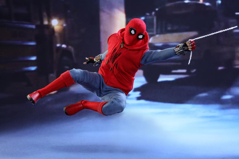 Spiderman: Homecoming Action Figure Swinging