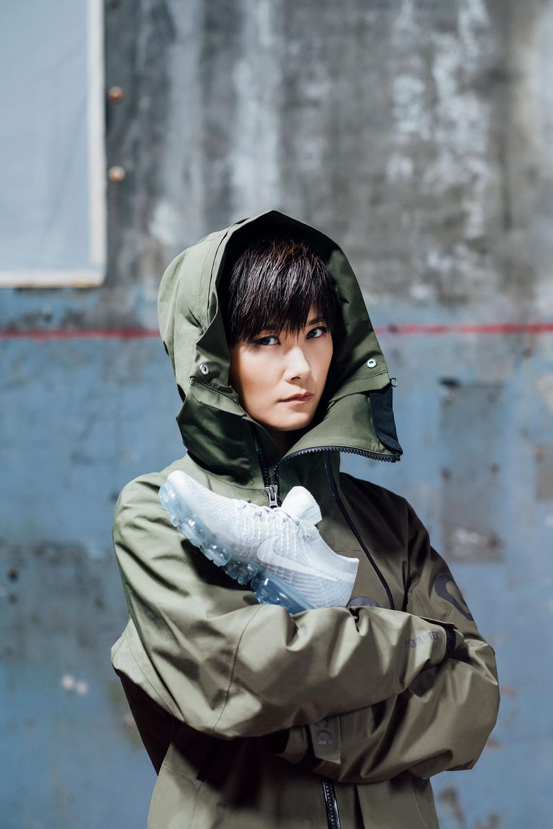 3718cea2c2ef1 ... PHOTOS G-DRAGON AT Nike Airmax Pop-up in Hongdae Big Bang Amino Amino   Slideshow 20 photos ...