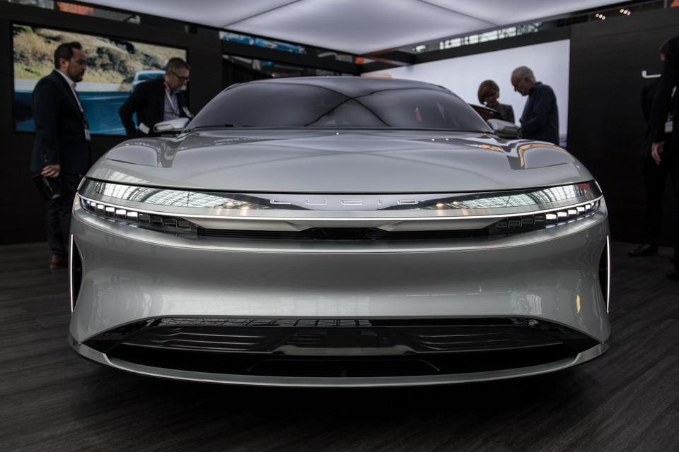 Watch The All Electric Lucid Air Easily Go Over 200 Mph