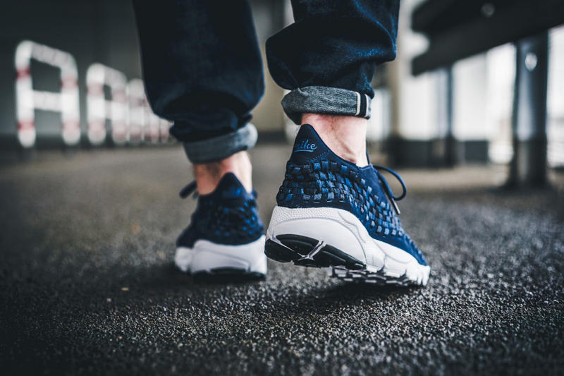 Nike Air Footscape Woven in Navy and Beige