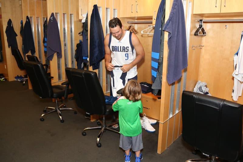 Tony Romo Dallas Mavericks NBA Fan Appreciation Night Cowboys jersey son 9 shoot around