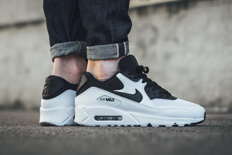 Nike Air Max 90 Essential Black and & White Colorway