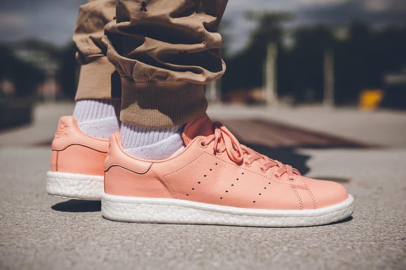 sports shoes e9eec 34d7f adidas Originals Stan Smith BOOST Haze Coral