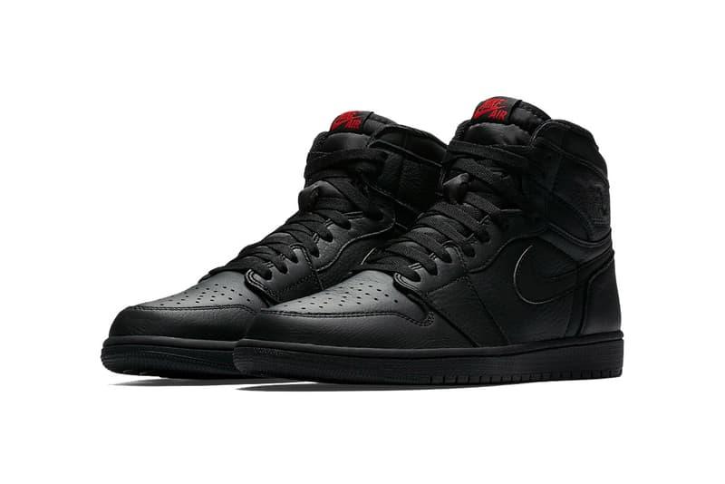 Air Jordan 1 Retro High Triple Black