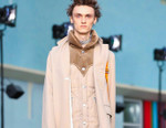 Sacai's 2018 Spring/Summer Collection Finds Awareness in Lawrence Weiner