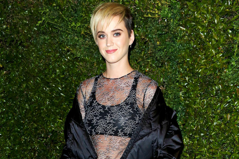 Katy Perry 100 million Twitter Followers Short Blonde Hair