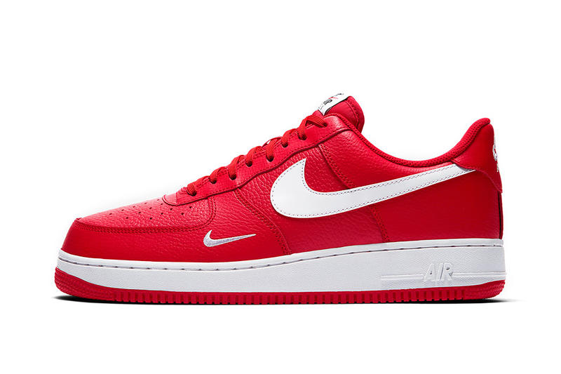 the latest b3c67 cf427 Nike Air Force 1 Low Mini Swoosh Gets