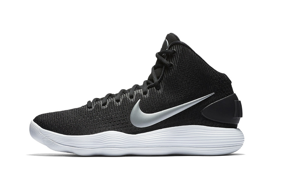 Nike React Hyperdunk 2017 in Black