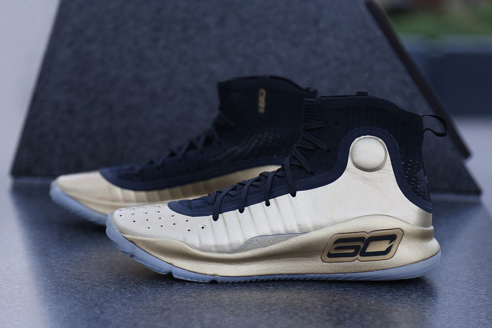 b890bea705a Steph Curry Unveils
