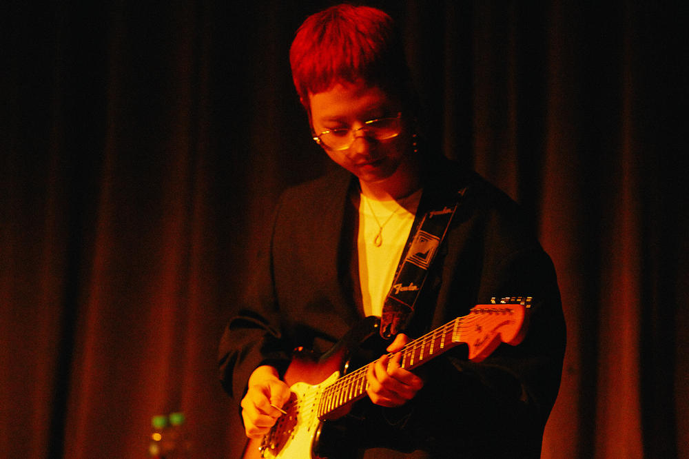 Beats by Dre Luke Wood Hyukoh Interview Jae Lim Hyun playing guitar
