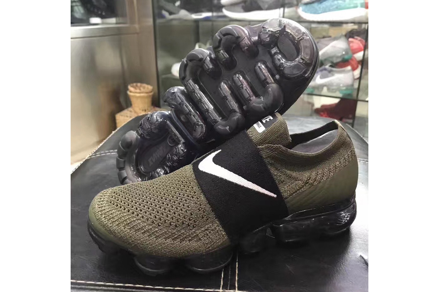 all black vapormax no laces